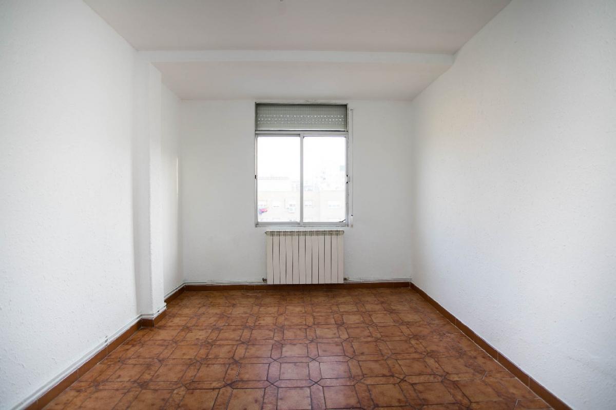 Piso en venta en Las Fuentes, Zaragoza, Zaragoza, Calle Tomas Higuera, 98.000 €, 3 habitaciones, 1 baño, 90 m2