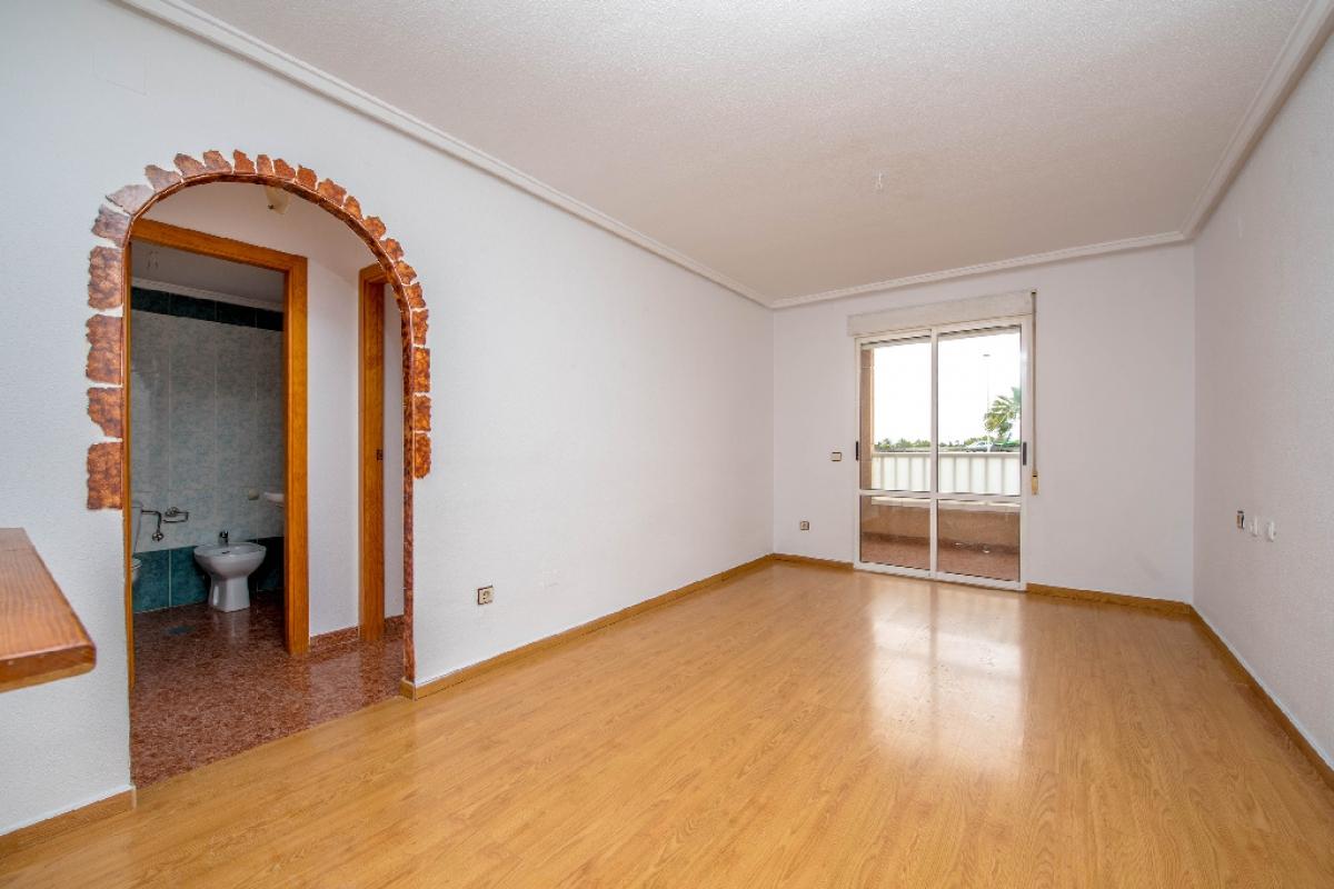 Piso en venta en Baños de Europa, Torrevieja, Alicante, Calle Villa Madrid, 68.500 €, 2 habitaciones, 1 baño, 59 m2
