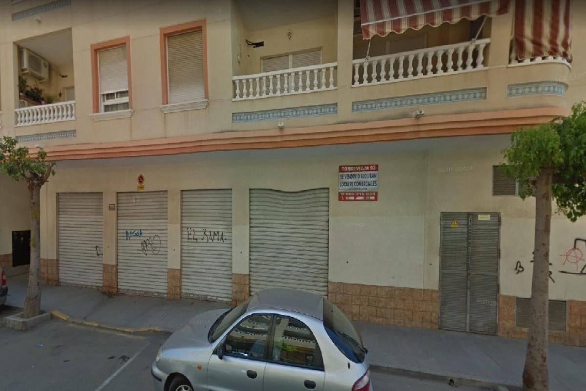 Local en venta en Urbanización Calas Blancas, Torrevieja, Alicante, Calle Ramon Gallud, 107.000 €, 290 m2