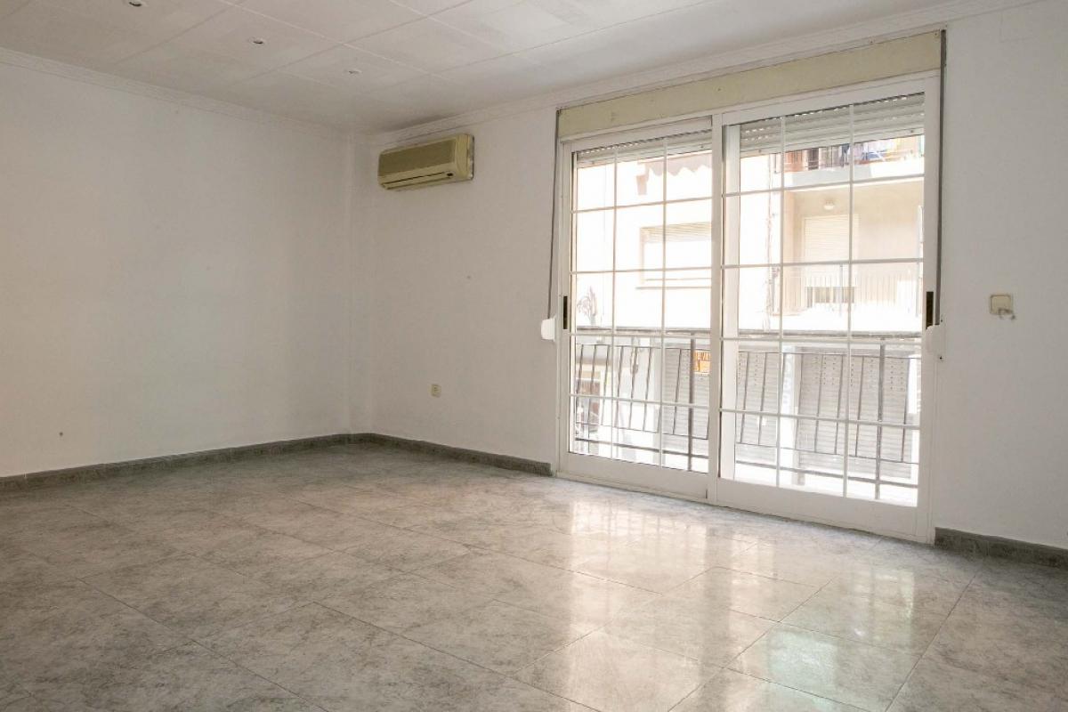 Piso en venta en Jesús, Valencia, Valencia, Calle Litografo Pascual Abad, 109.000 €, 3 habitaciones, 1 baño, 83 m2