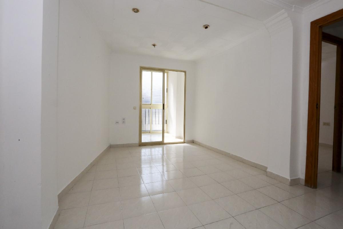 Piso en venta en Rascanya, Valencia, Valencia, Calle San Juan de la Peña, 77.500 €, 3 habitaciones, 1 baño, 85 m2