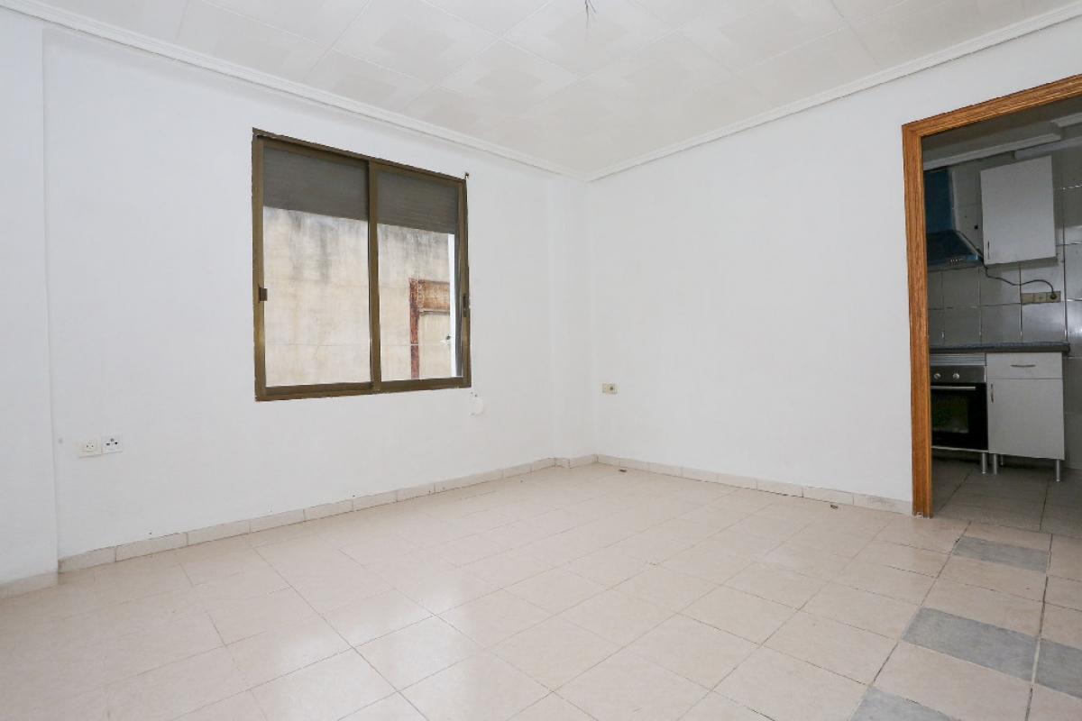 Piso en venta en Jesús, Valencia, Valencia, Calle Santander, 135.000 €, 4 habitaciones, 1 baño, 97 m2