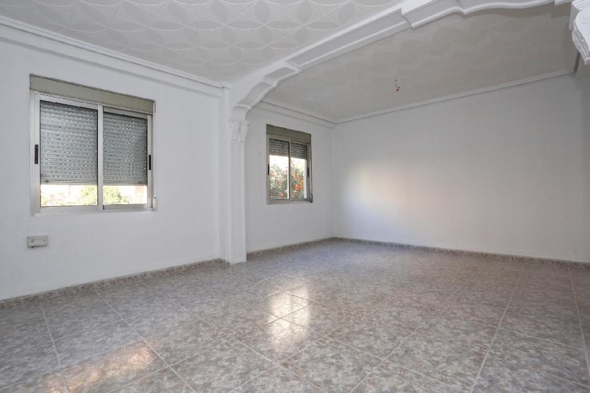 Piso en venta en Jesús, Valencia, Valencia, Calle San Marcelino, 82.000 €, 2 habitaciones, 1 baño, 67 m2