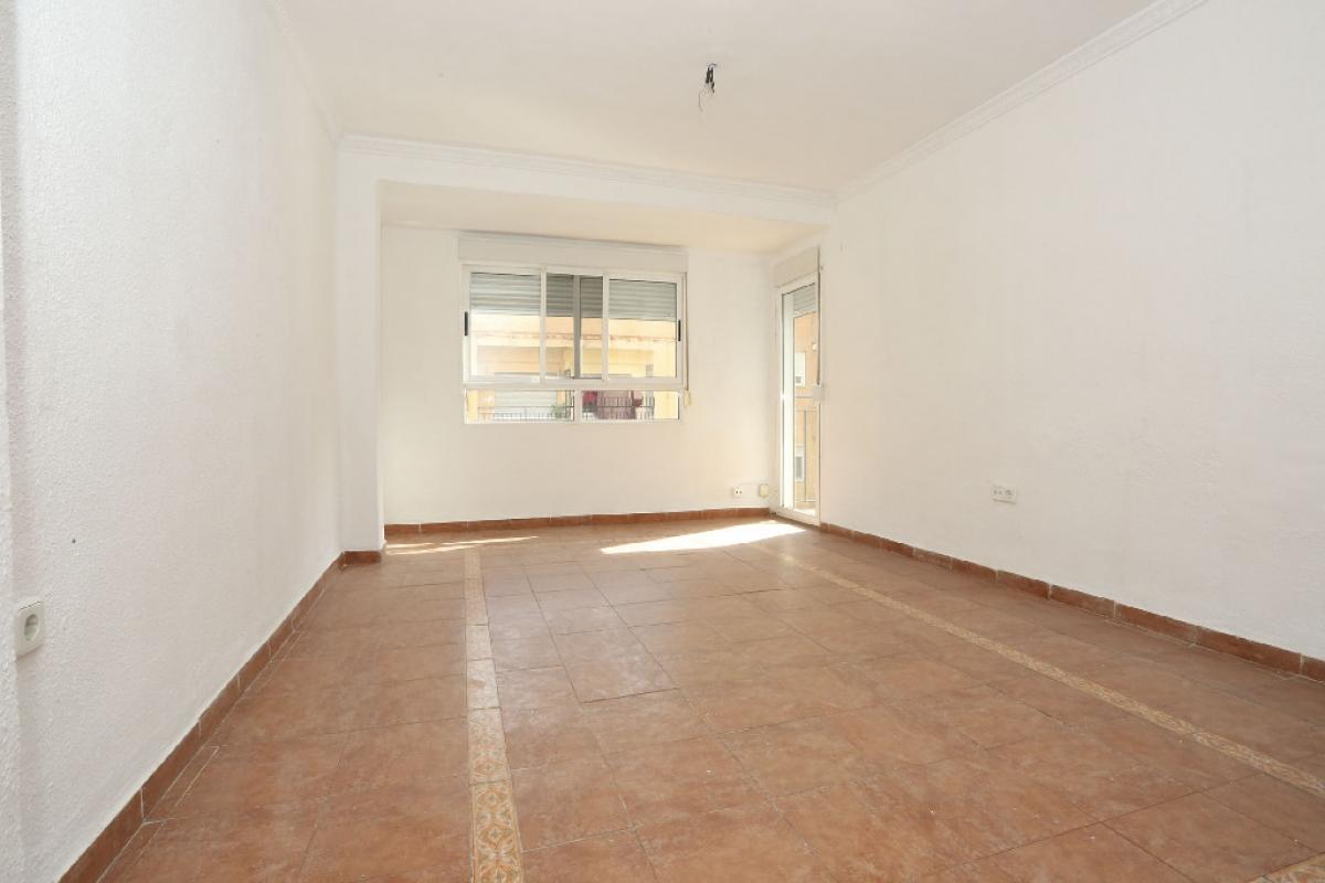 Piso en venta en Rascanya, Valencia, Valencia, Calle Doctor Marco Merenciano, 80.000 €, 3 habitaciones, 1 baño, 75 m2