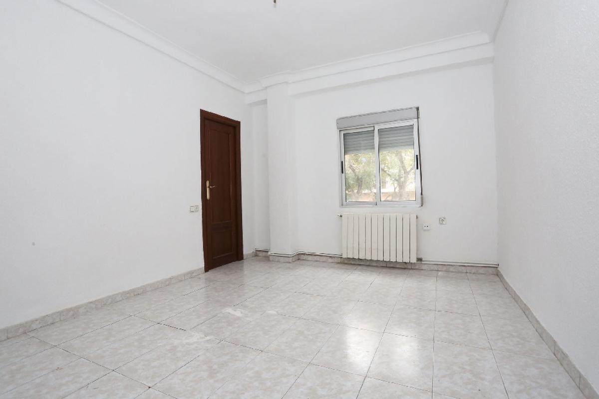 Piso en venta en Jesús, Valencia, Valencia, Calle San Marcelino, 80.000 €, 3 habitaciones, 1 baño, 71 m2