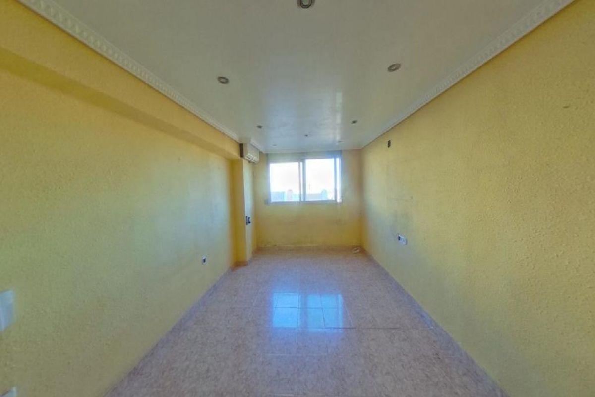 Piso en venta en Valencia, Valencia, Calle Regino Mas, 66.000 €, 3 habitaciones, 1 baño, 77 m2