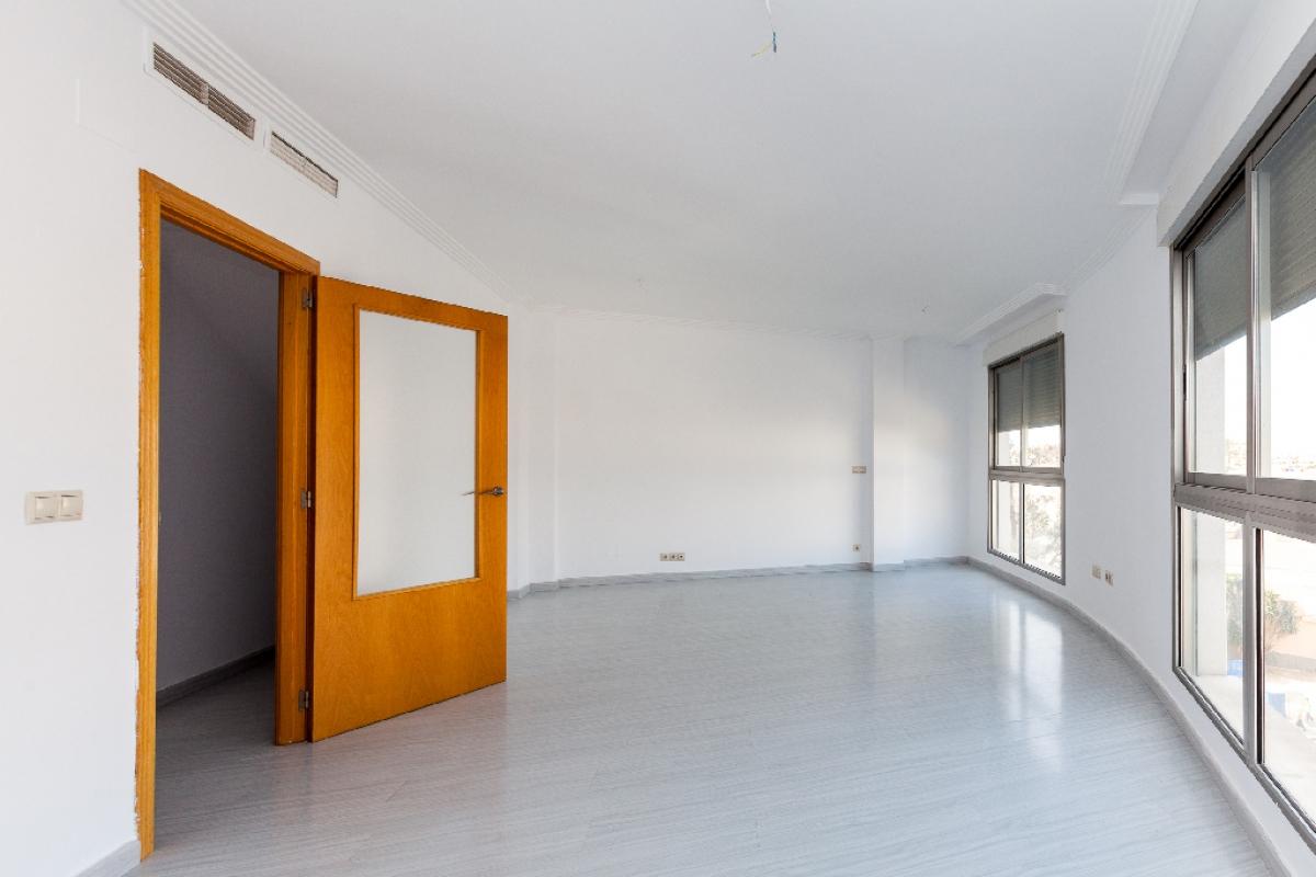 Piso en venta en La Ermita, la Villajoyosa/vila, Alicante, Calle Ensenyants de la Vila, 172.000 €, 3 habitaciones, 2 baños, 288 m2