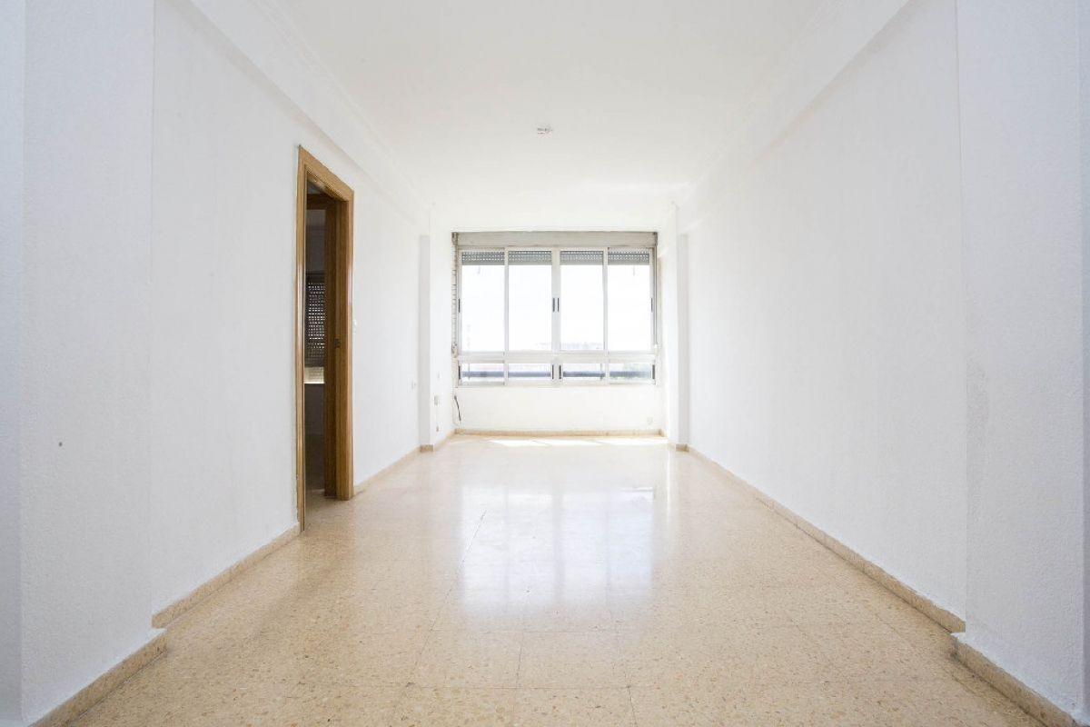 Piso en venta en Valencia, Valencia, Calle Tres Cruces, 118.500 €, 4 habitaciones, 1 baño, 81 m2