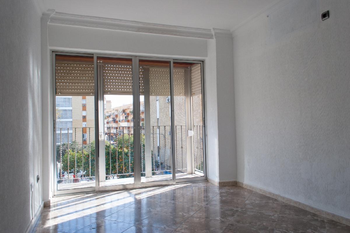 Piso en venta en Distrito Macarena, Sevilla, Sevilla, Calle Doctor Fedriani, 85.500 €, 3 habitaciones, 1 baño, 76 m2