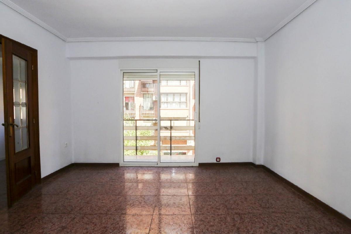 Piso en venta en L`olivereta, Valencia, Valencia, Calle Democracia, 121.000 €, 3 habitaciones, 1 baño, 74 m2