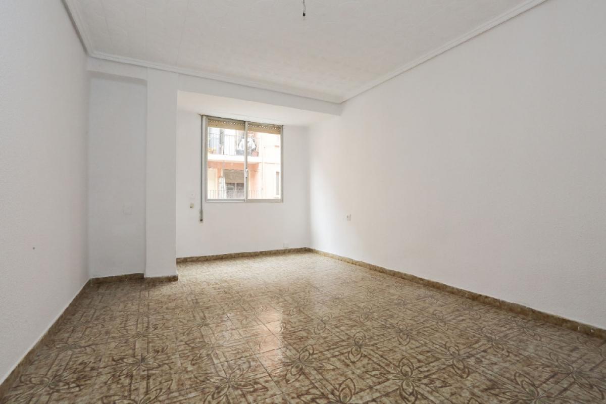 Piso en venta en Jesús, Valencia, Valencia, Calle Agustin Sales, 110.500 €, 3 habitaciones, 1 baño, 82 m2