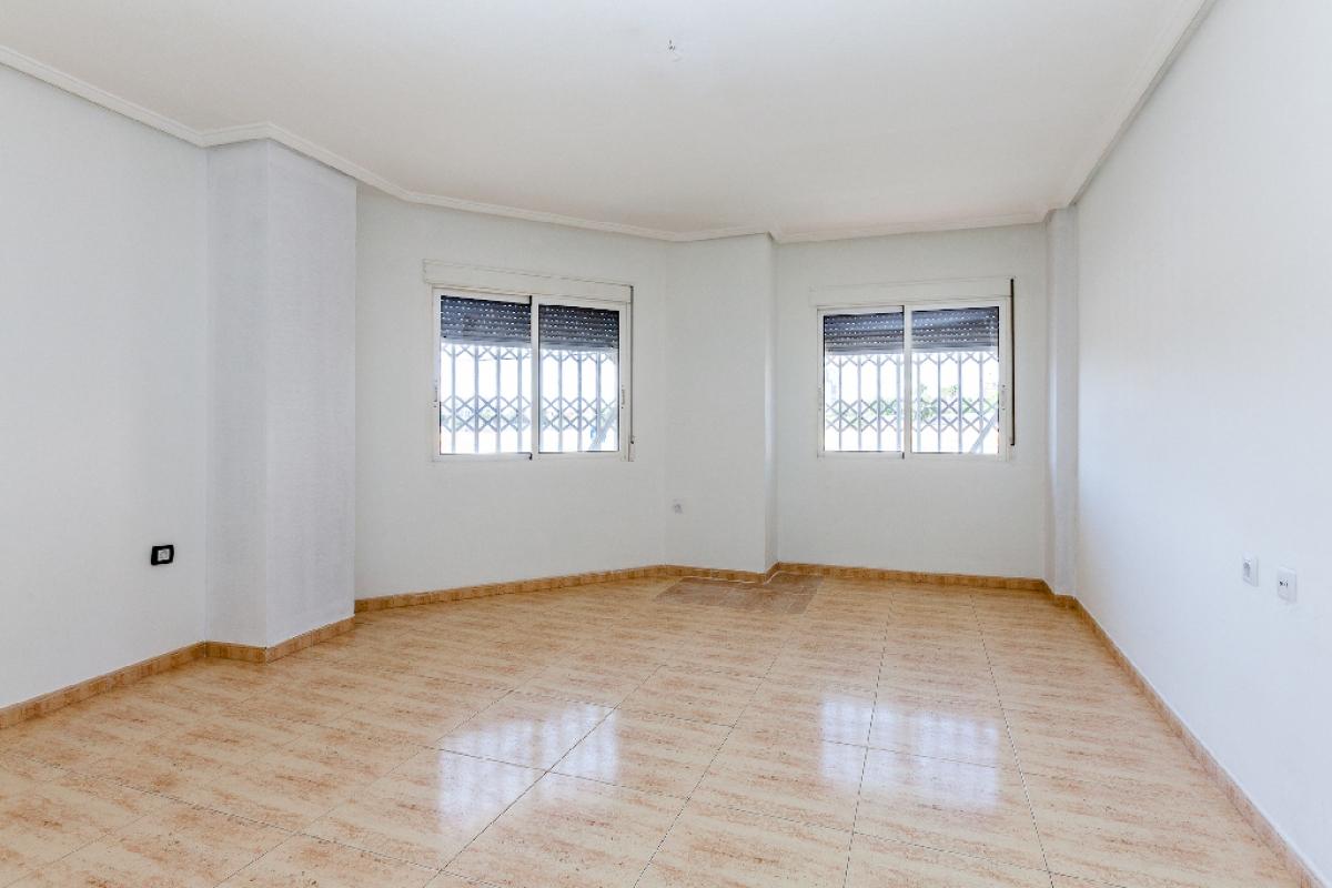 Piso en venta en Torrevieja, Alicante, Calle Fuensanta, 97.000 €, 2 habitaciones, 2 baños, 80 m2