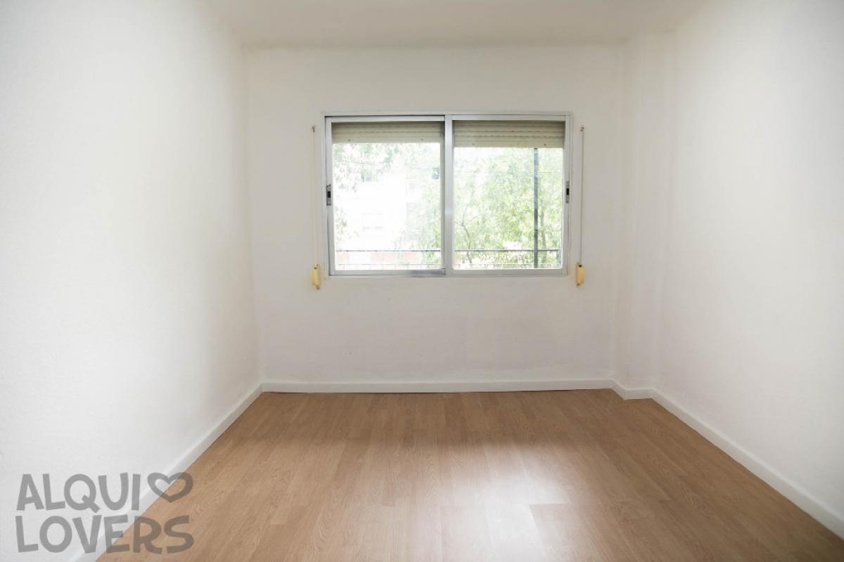 Piso en venta en Madrid, Madrid, Calle Villajoyosa, 120.000 €, 4 habitaciones, 1 baño, 55 m2