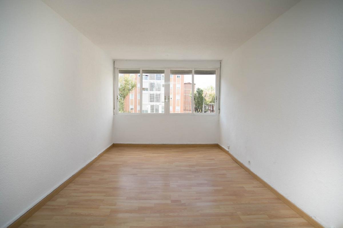 Piso en venta en Madrid, Madrid, Calle Godella, 83.000 €, 3 habitaciones, 1 baño, 63 m2