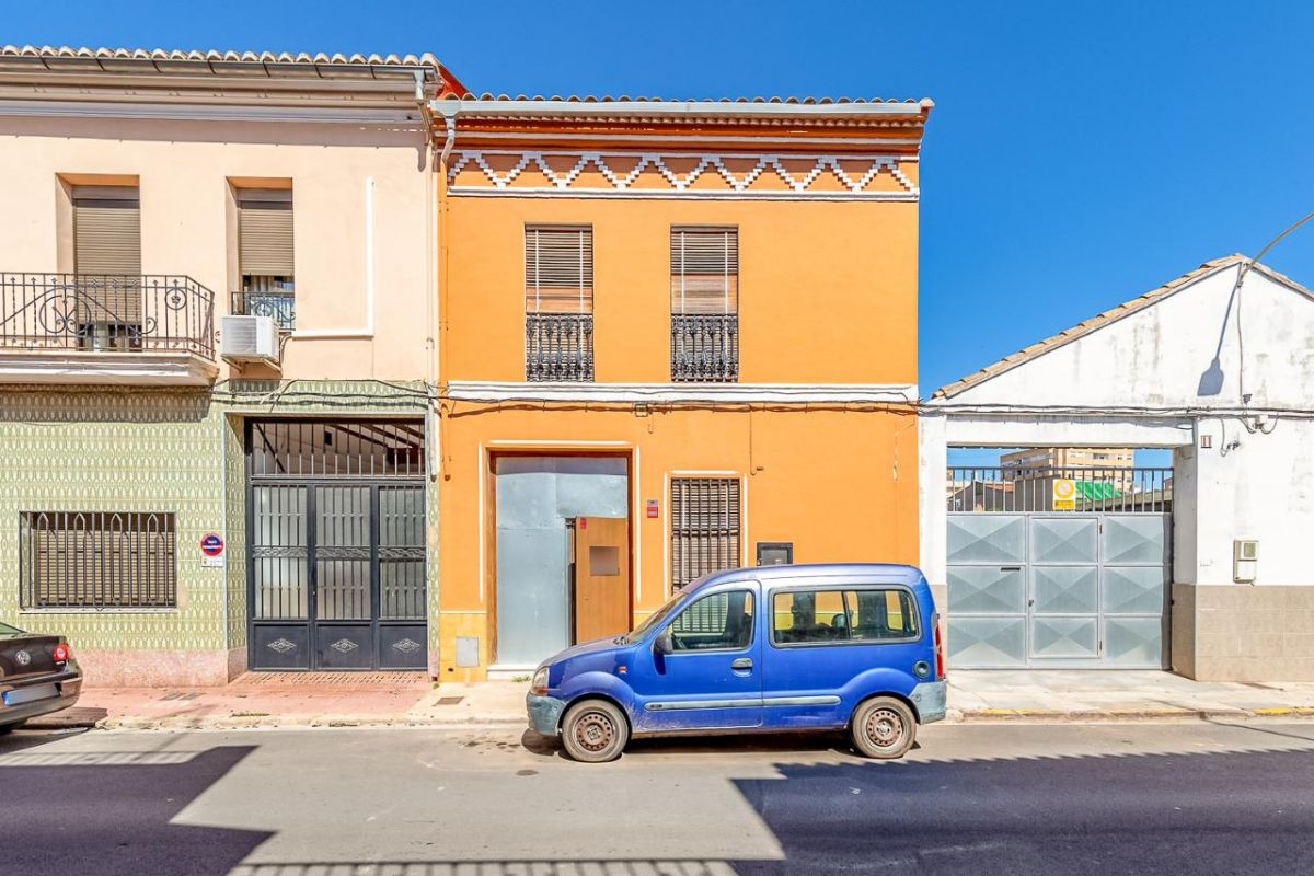 Casa en venta en Alginet, Valencia, Calle Deposito, 119.000 €, 254 m2