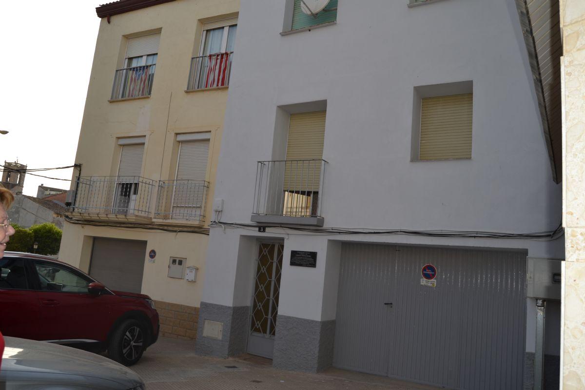Casa en venta en Albatàrrec, Lleida, Plaza Ramon Felip, 210.000 €, 3 habitaciones, 1 baño, 259 m2