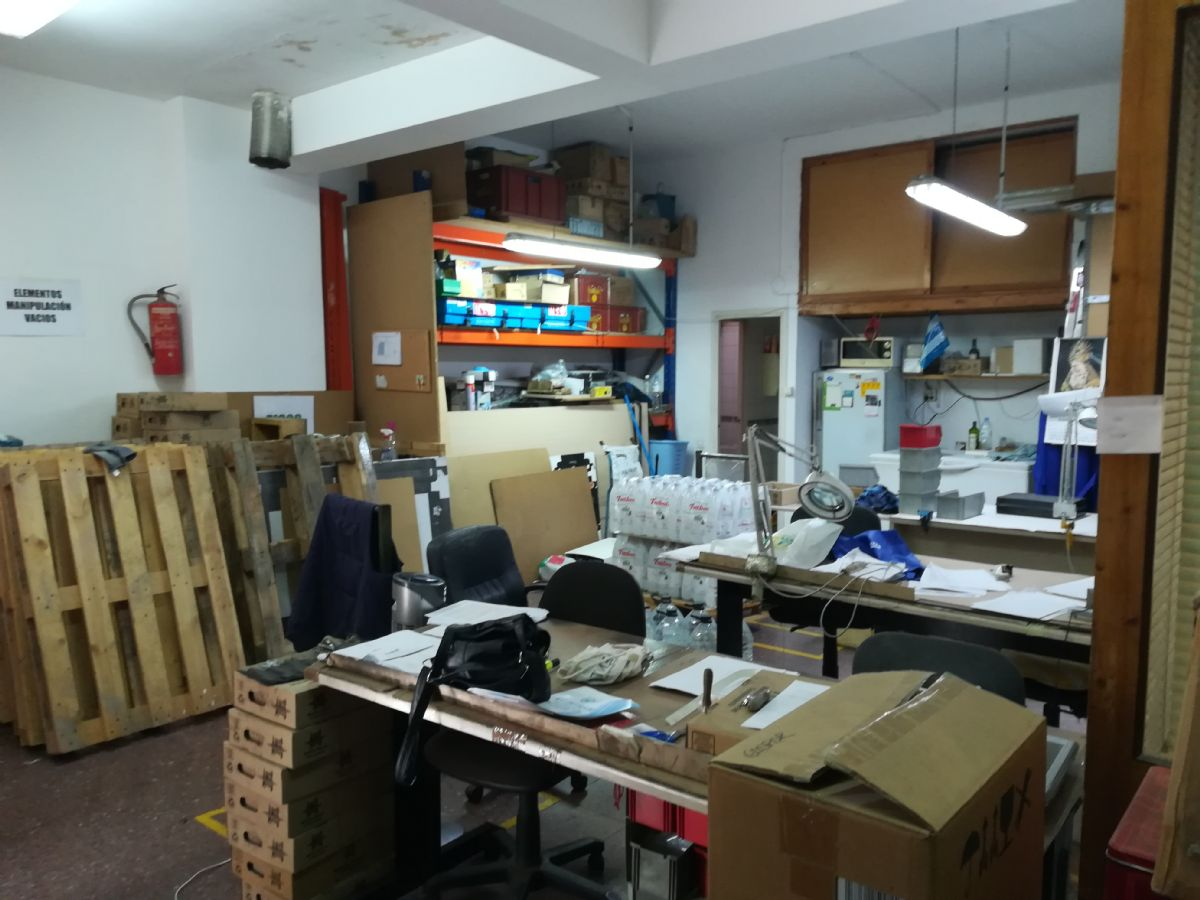 Local en venta en Cornellà de Llobregat, Barcelona, Calle Ignasi Iglesias, 65.000 €, 75 m2