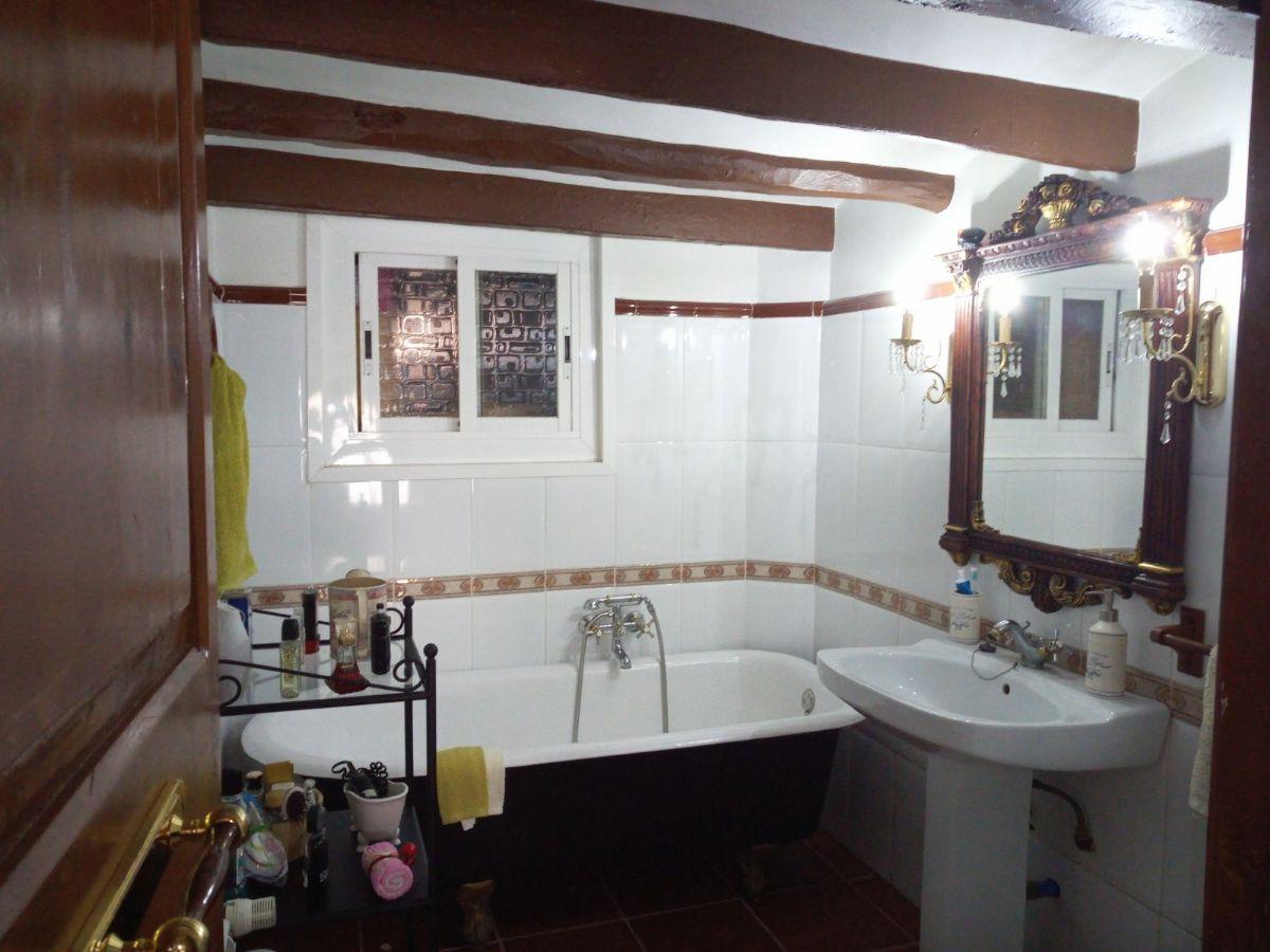 Casa en venta en Torrelles de Foix, Barcelona, Calle Raval, 150.000 €, 5 habitaciones, 2 baños, 225 m2