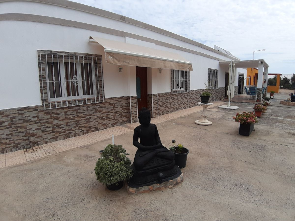 Casa en venta en La Mojonera, Almería, Paraje la Cámaras, 227.000 €, 8 habitaciones, 2 baños, 570 m2