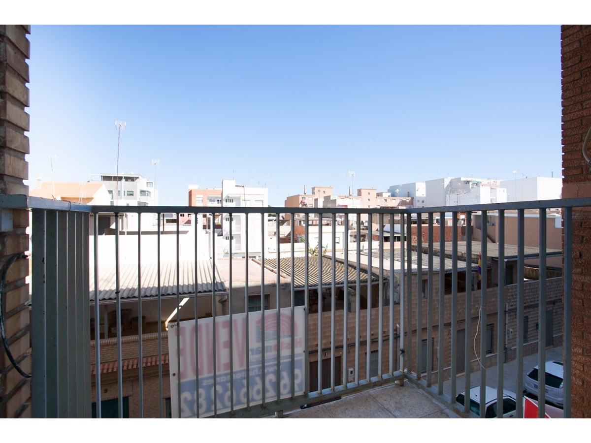 Piso en venta en El Port de Sagunt, Sagunto/sagunt, Valencia, Calle Ametller, 66.900 €, 3 habitaciones, 1 baño, 99 m2