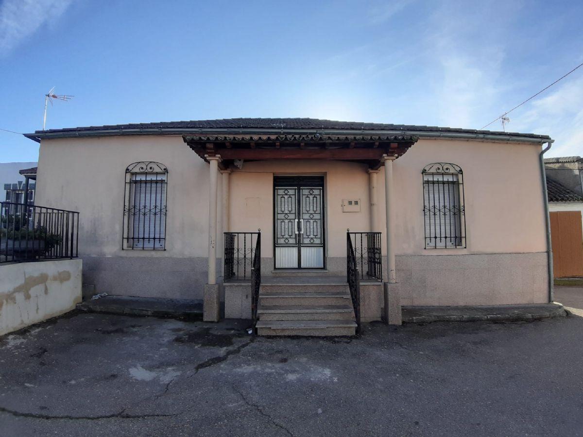 Casa en venta en Buenamadre, Buenamadre, Salamanca, Calle Larga, 65.000 €, 4 habitaciones, 1 baño, 664 m2