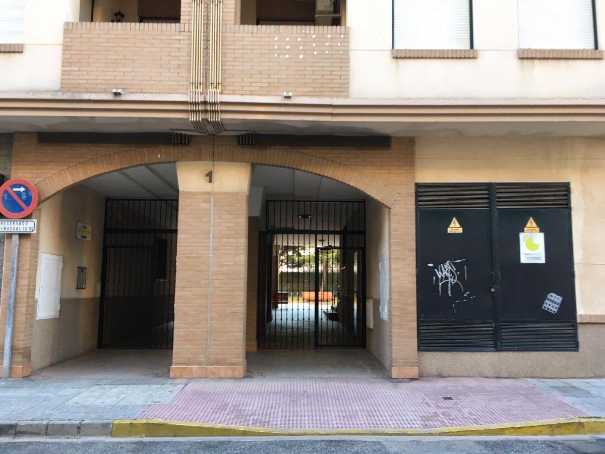 Piso en venta en Tomelloso, Ciudad Real, Avenida Garnacha, 75.000 €, 3 habitaciones, 2 baños, 100 m2