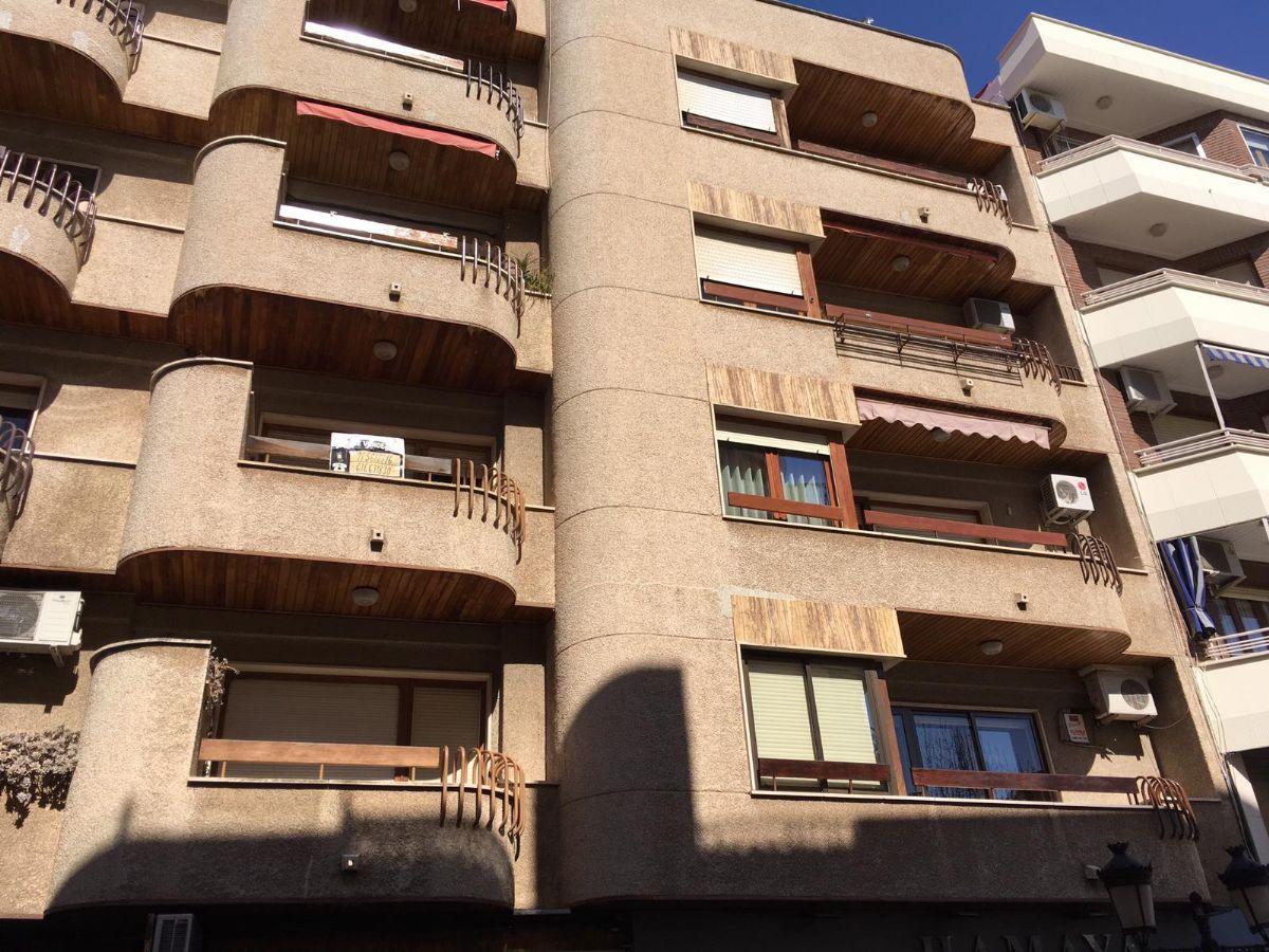 Piso en venta en Tomelloso, Ciudad Real, Calle García Pavón, 120.000 €, 3 habitaciones, 2 baños, 100 m2