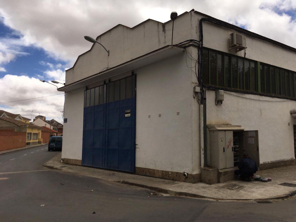 Industrial en venta en Tomelloso, Ciudad Real, Calle Socuellamos, 190.000 €, 305 m2
