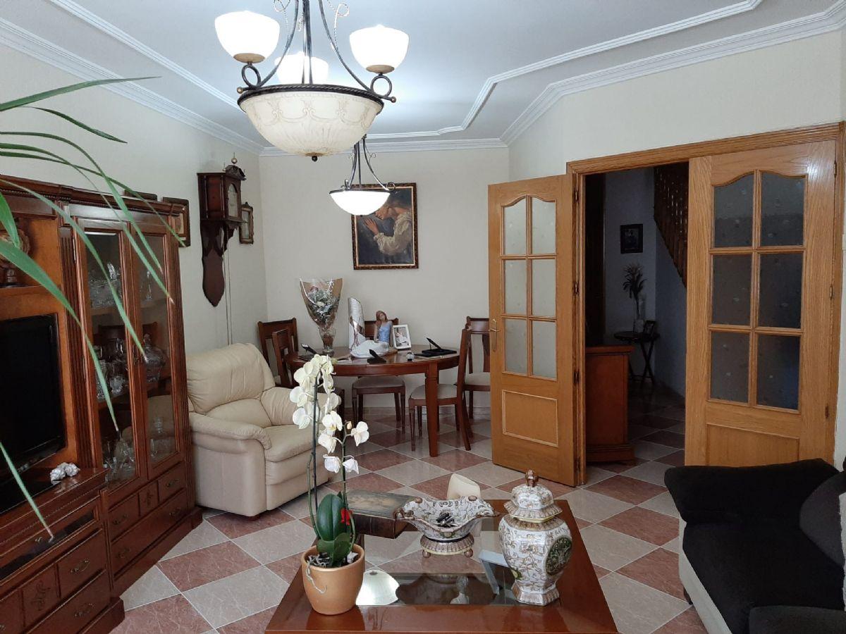 Casa en venta en Tomelloso, Ciudad Real, Calle Jose Grueso, 150.000 €, 4 habitaciones, 3 baños, 230 m2