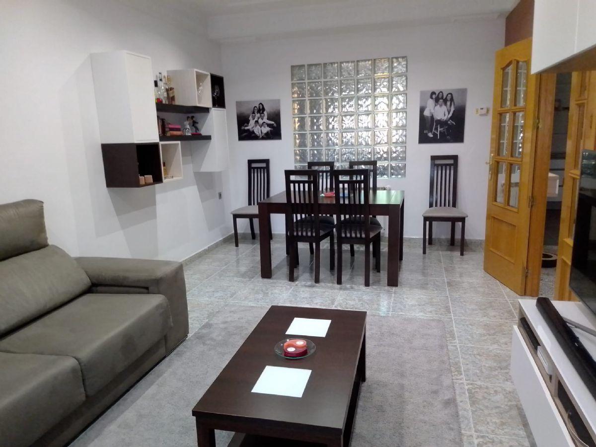 Casa en venta en Tomelloso, Ciudad Real, Avenida Juan Carlos I, 110.000 €, 3 habitaciones, 2 baños, 180 m2