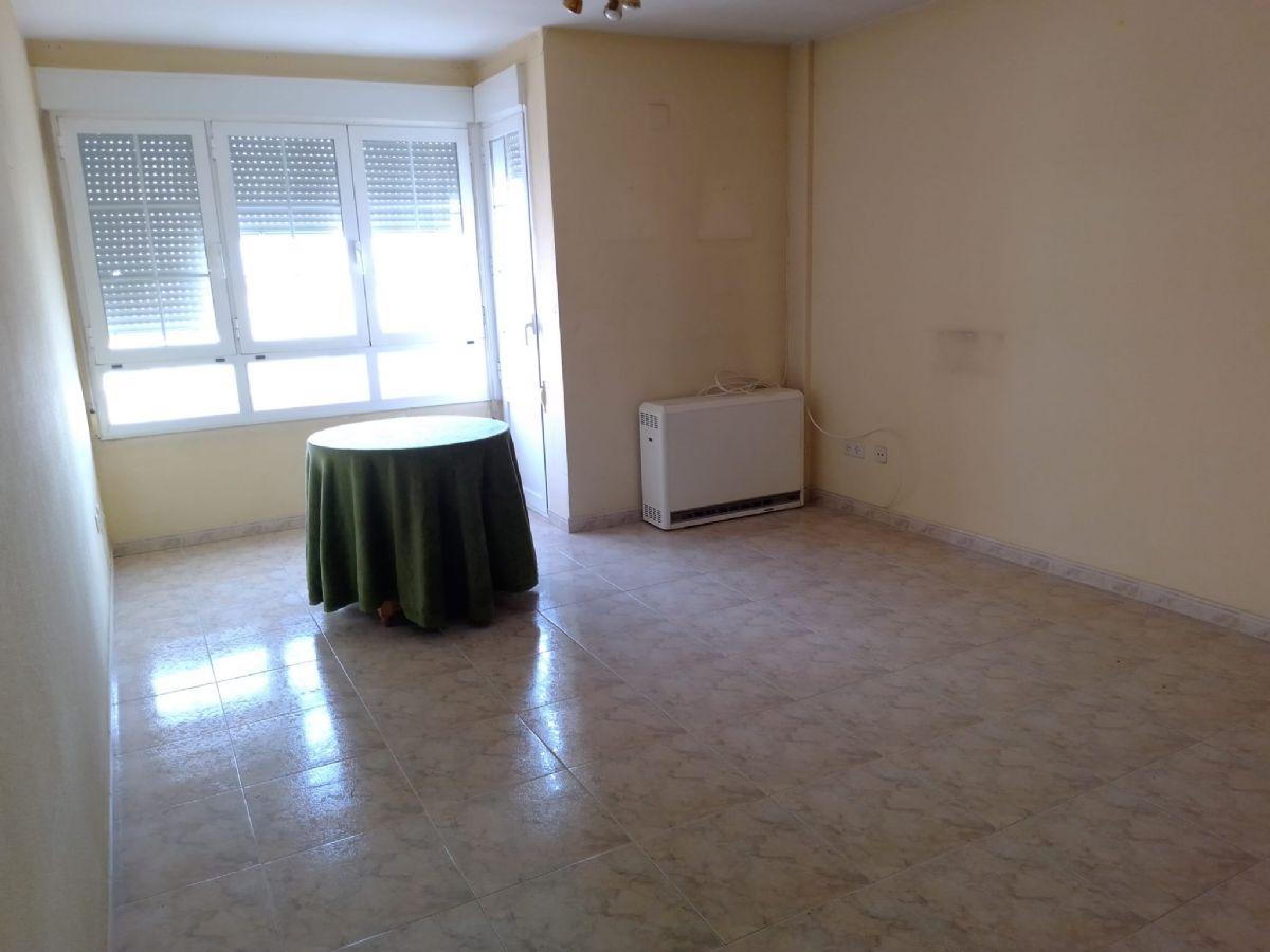 Piso en venta en Tomelloso, Ciudad Real, Calle Socuellamos, 60.000 €, 3 habitaciones, 1 baño, 86 m2