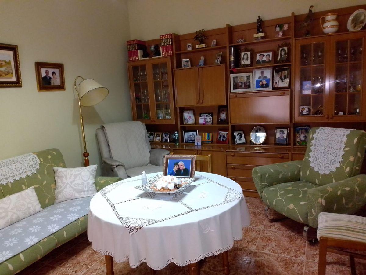 Casa en venta en Tomelloso, Ciudad Real, Calle San Lorenzo, 185.000 €, 8 habitaciones, 3 baños, 448 m2