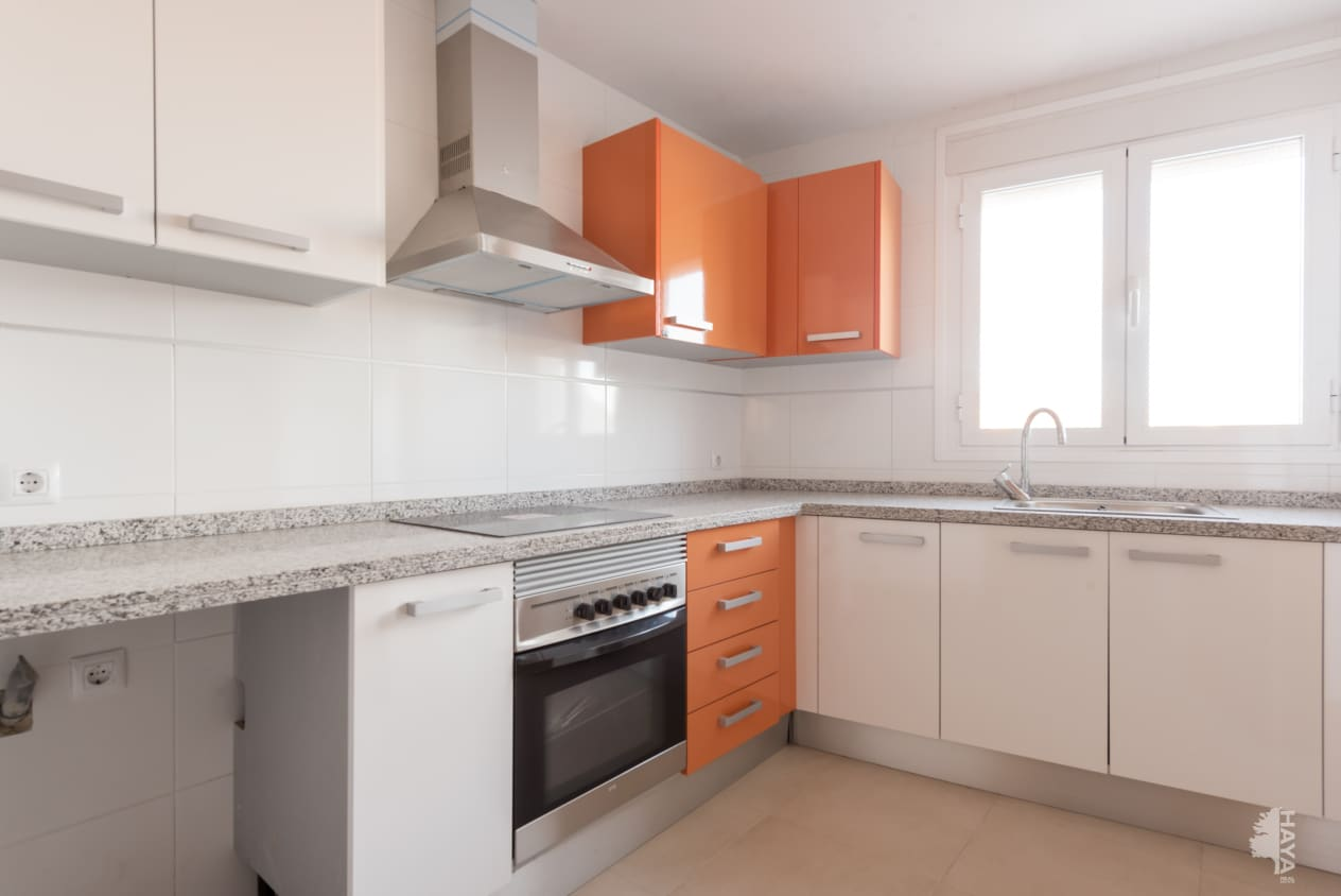 Piso en venta en Montroi / Montroy, Montroy, Valencia, Calle Ausias March (d`), 99.000 €, 3 habitaciones, 1 baño, 135 m2