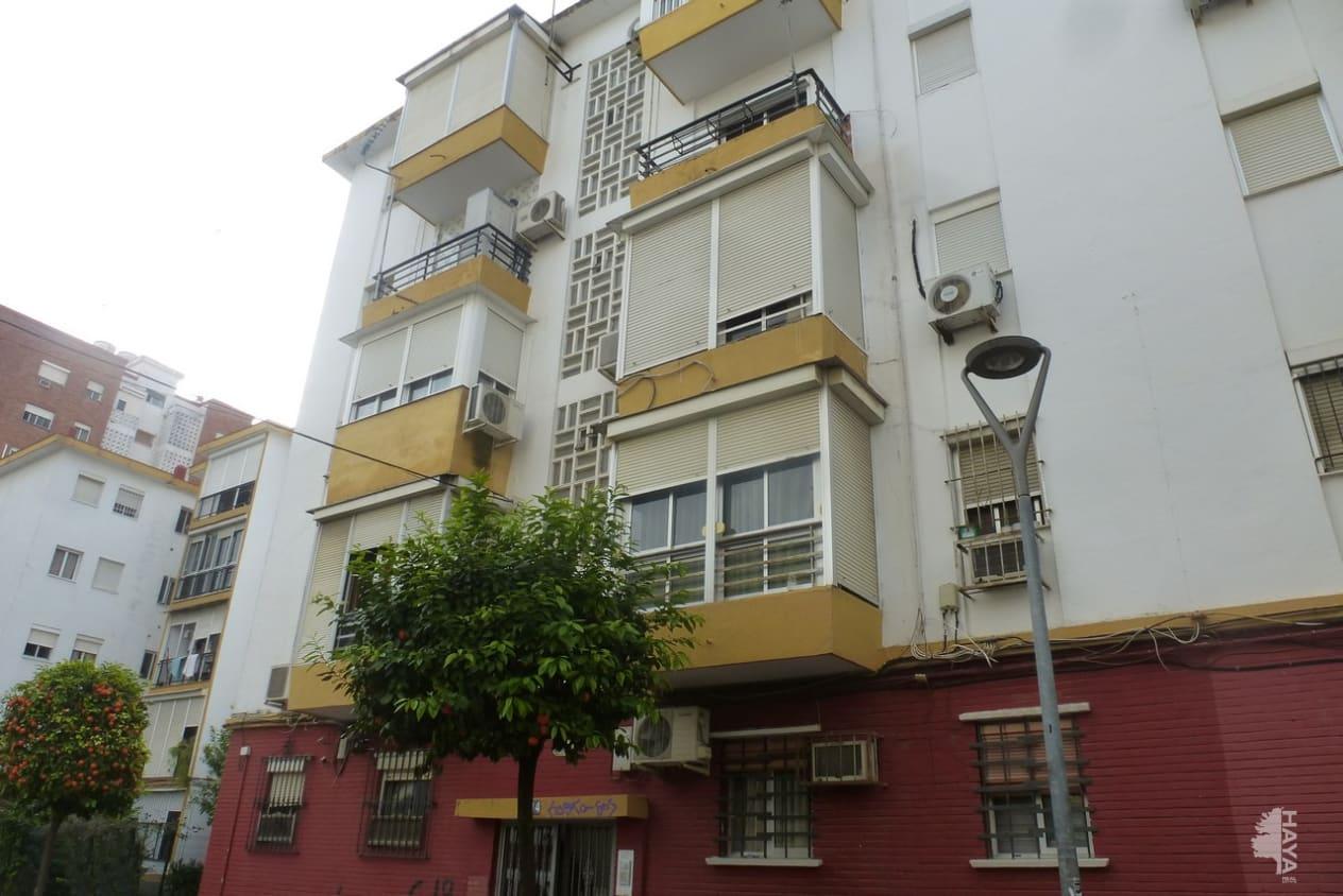 Piso en venta en Sevilla, Sevilla, Calle Doctores Gonzalez Meneses, 54.800 €, 3 habitaciones, 1 baño, 63 m2