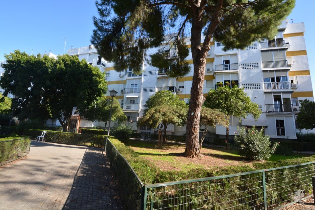 Piso en venta en Distrito Macarena, Sevilla, Sevilla, Calle Real de la Jara (el), 55.900 €, 3 habitaciones, 1 baño, 60 m2