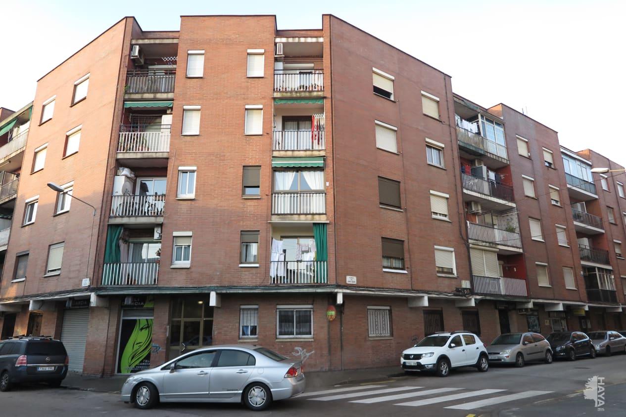 Piso en venta en La Llagosta, Barcelona, Calle Caldes, 92.300 €, 2 habitaciones, 1 baño, 66 m2