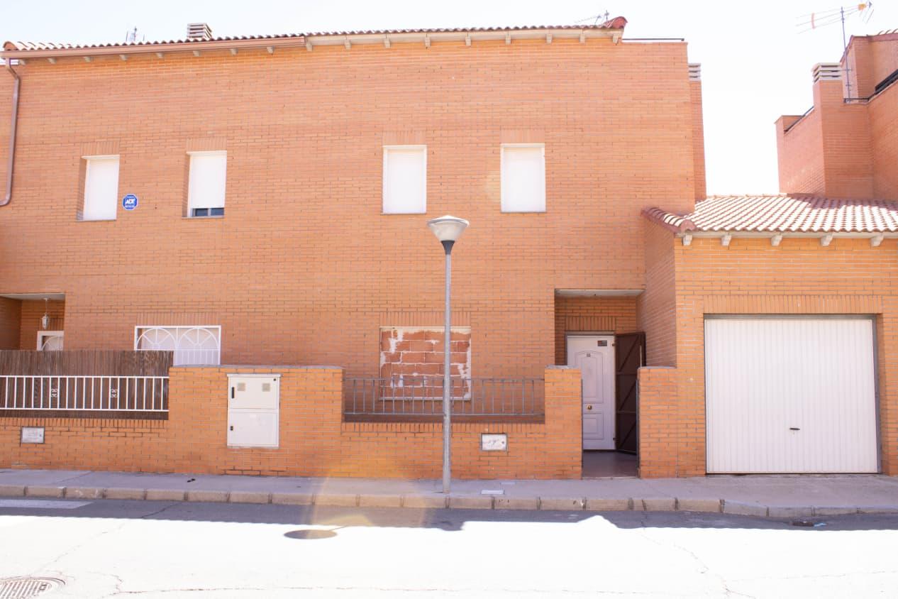 Piso en venta en Chozas de Canmales, Chozas de Canales, Toledo, Calle Salamanca, 94.000 €, 4 habitaciones, 2 baños, 189 m2