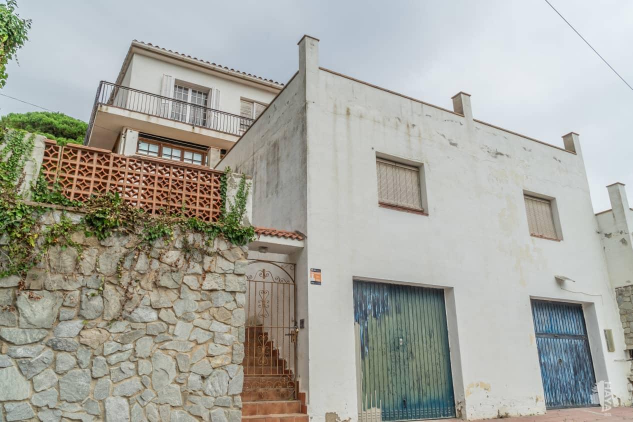 Casa en venta en Arenys de Munt, Arenys de Munt, Barcelona, Urbanización Tres Turons, 588.000 €, 8 habitaciones, 5 baños, 335 m2
