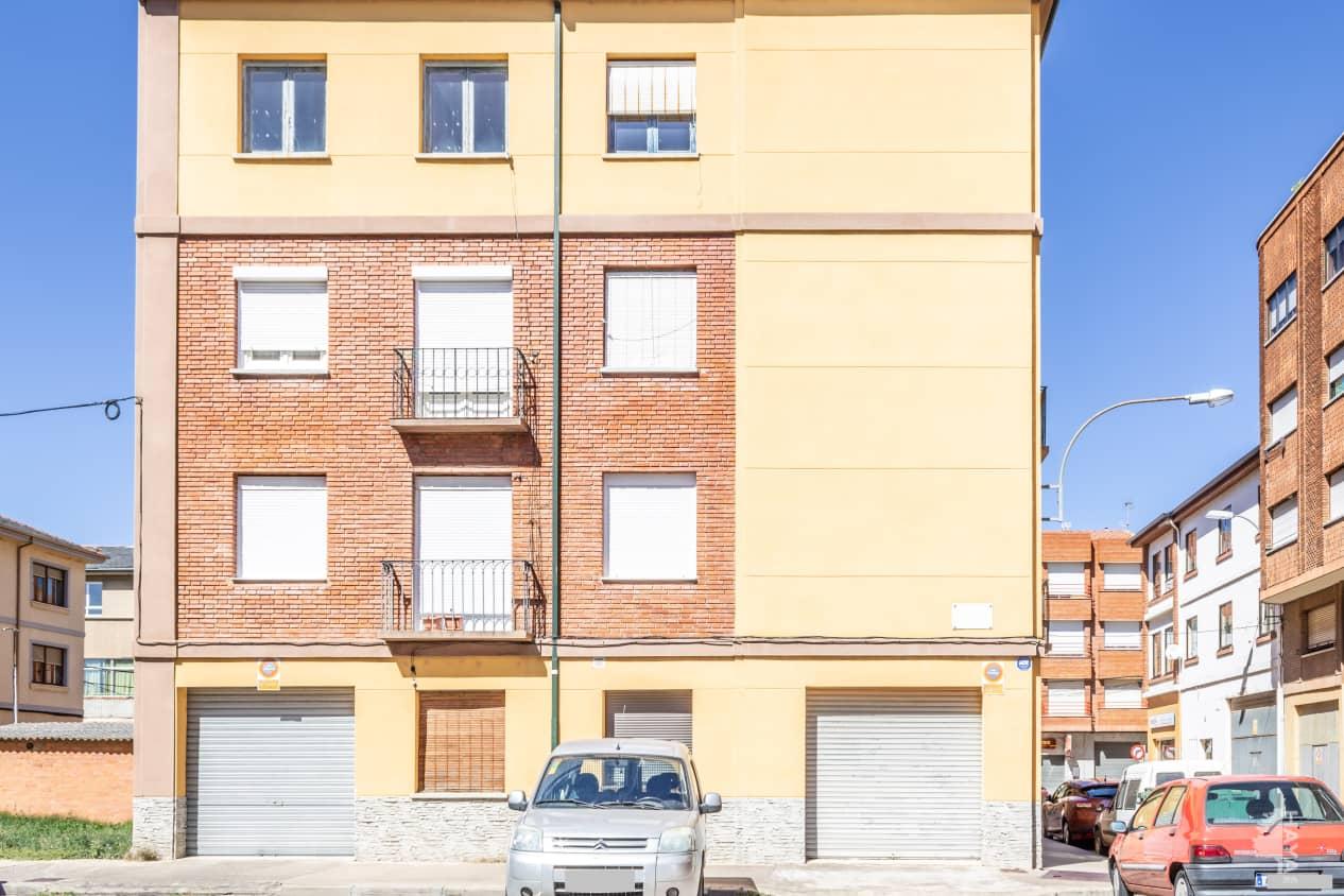 Piso en venta en Veguellina de Órbigo, Villarejo de Órbigo, León, Travesía Estacion-ve, 54.100 €, 3 habitaciones, 1 baño, 78 m2