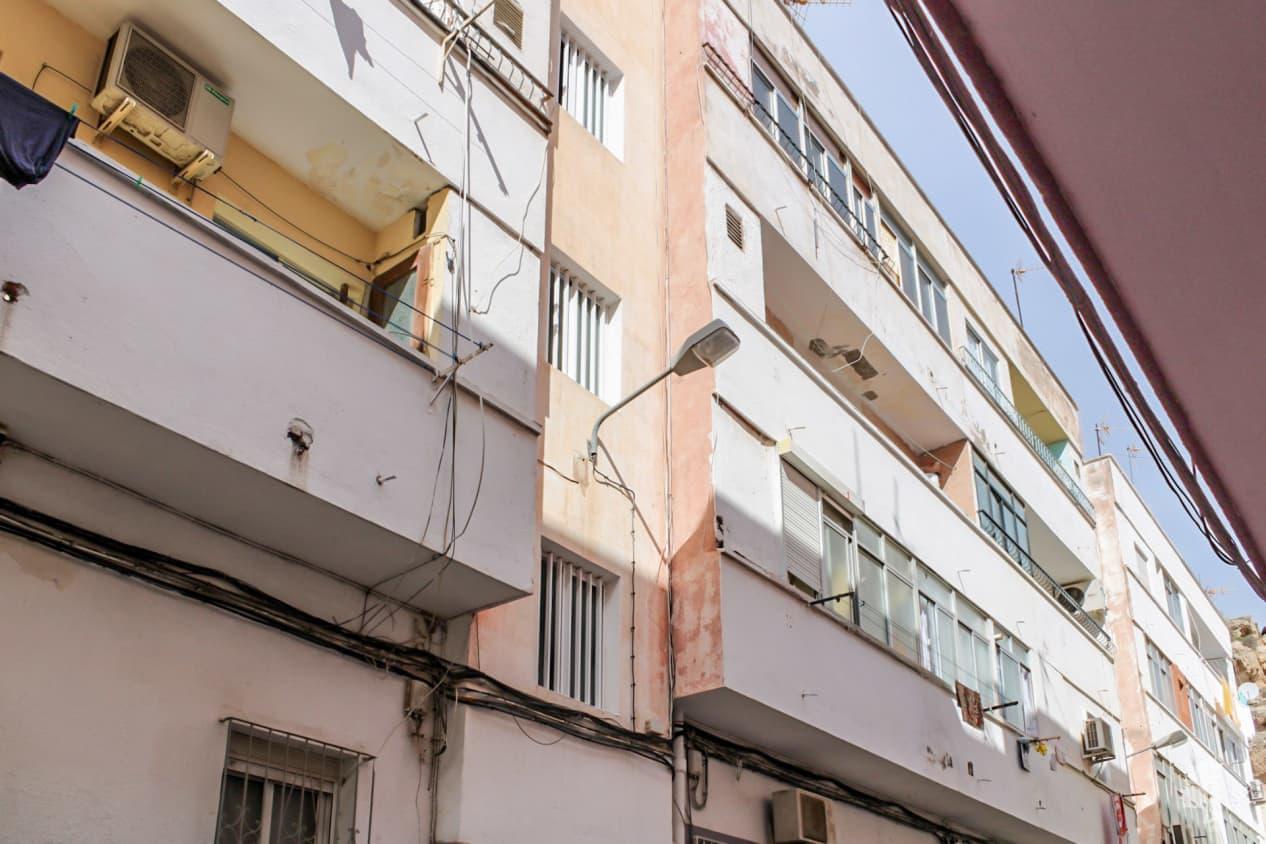 Piso en venta en Las Cuevas de San Joaquín, Almería, Almería, Calle Corridas, 25.800 €, 3 habitaciones, 1 baño, 60 m2