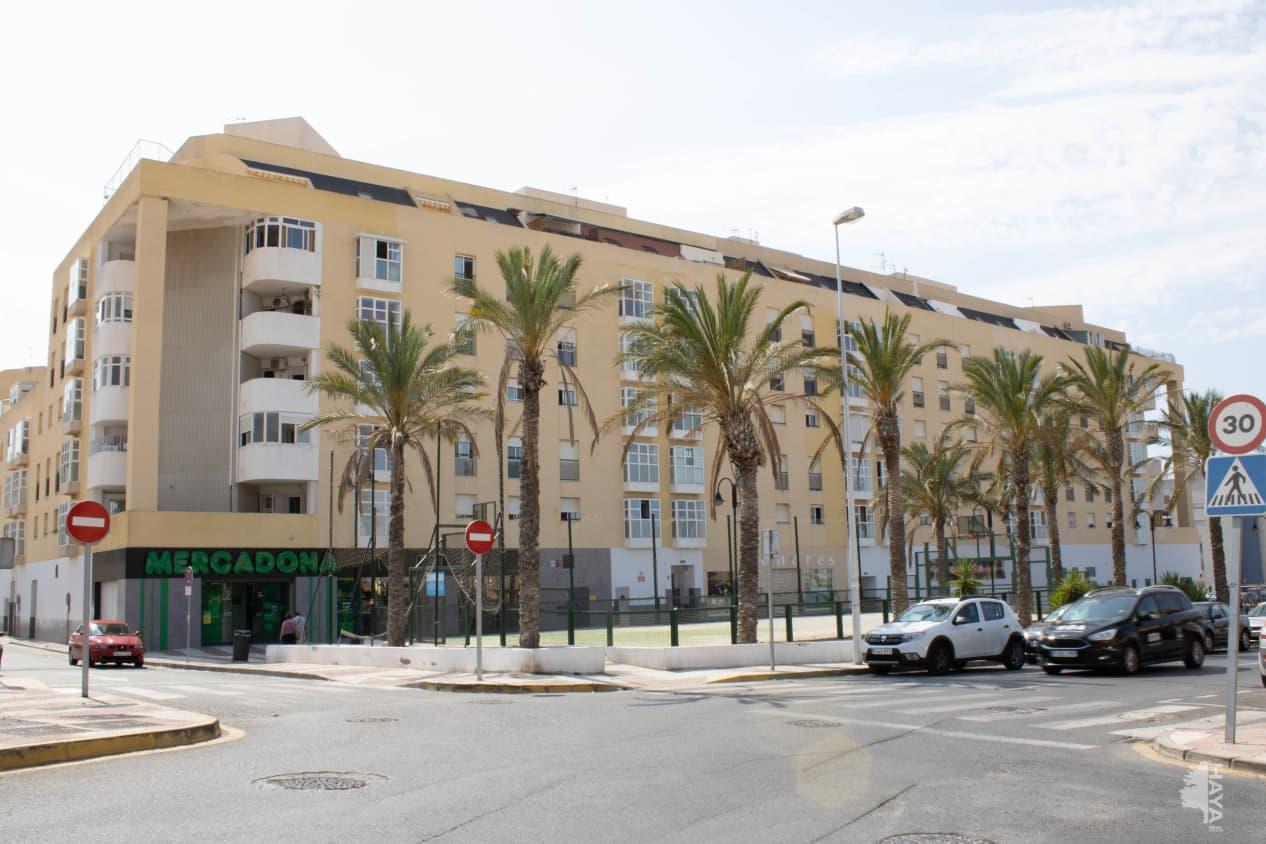 Piso en venta en El Parador de la Hortichuelas, Roquetas de Mar, Almería, Calle Sierra de Alcaraz, 32.500 €, 2 habitaciones, 1 baño, 78 m2