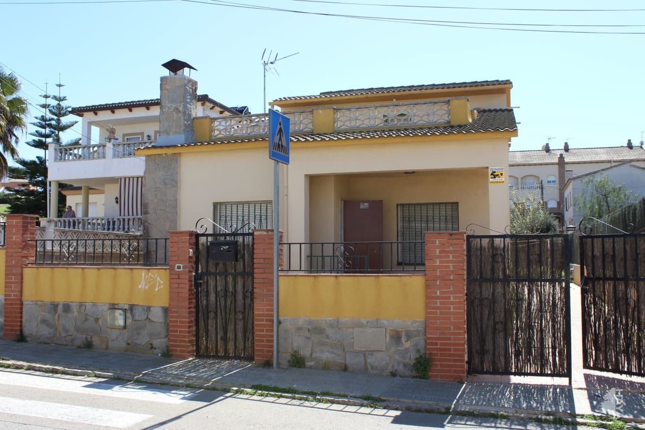 Casa en venta en La Muntanyeta, El Vendrell, Tarragona, Calle Ter, 186.700 €, 4 habitaciones, 3 baños, 136 m2