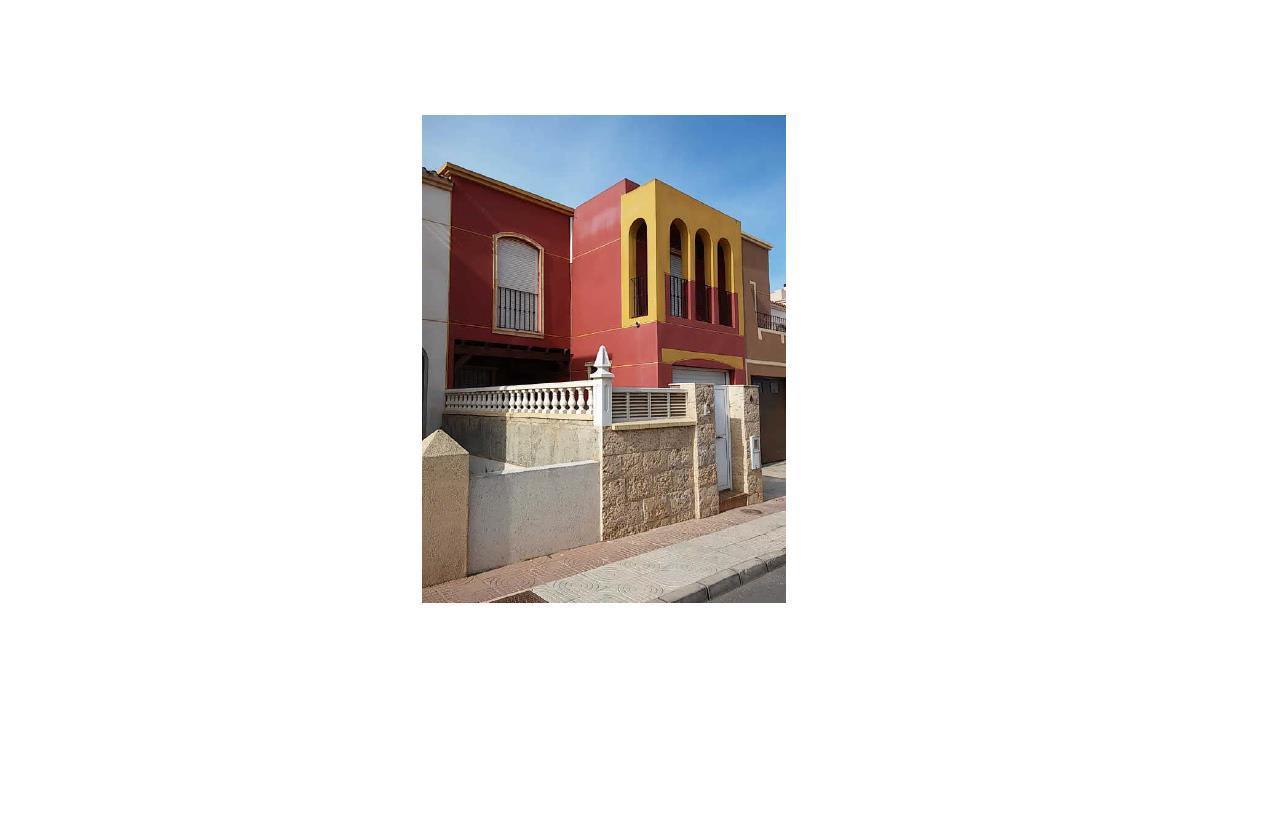 Casa en venta en Roquetas de Mar, Almería, Calle Esmeralda, 79.000 €, 2 baños, 104 m2