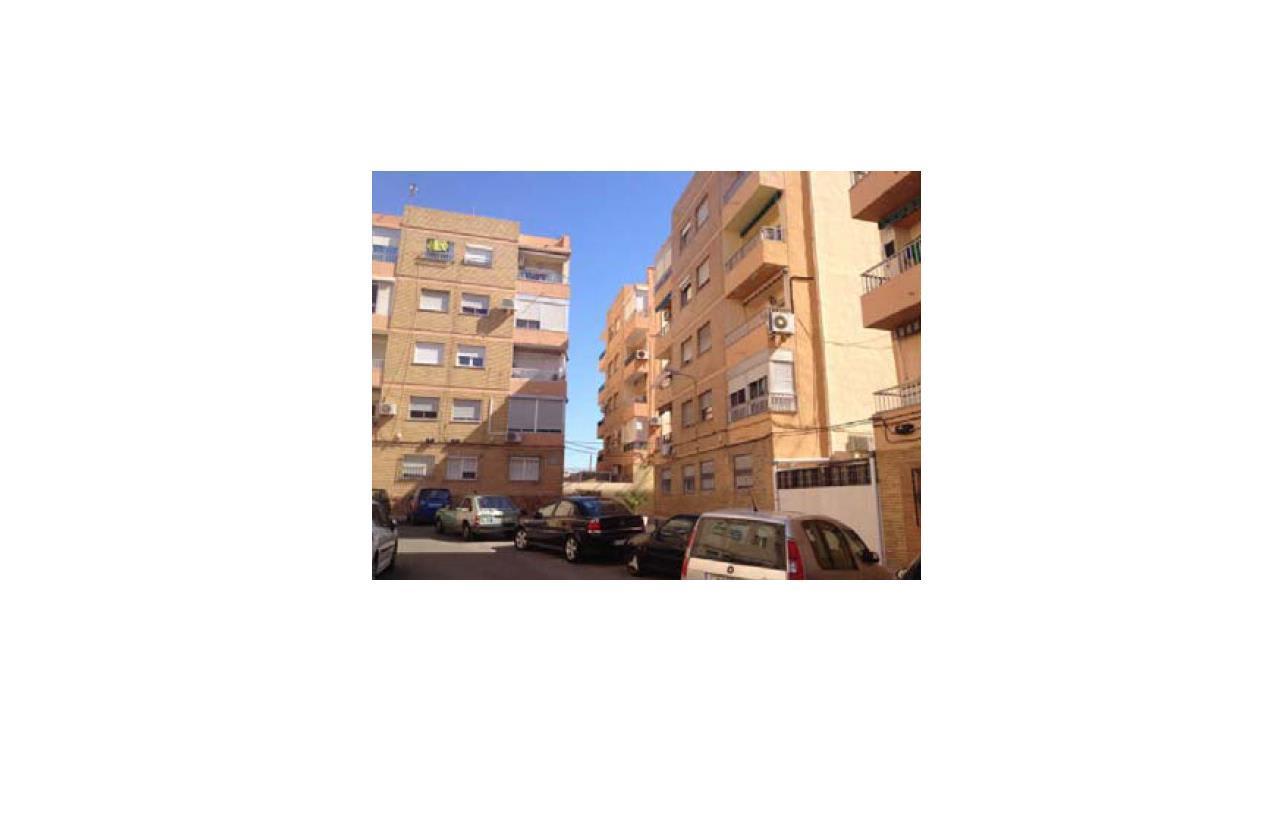 Piso en venta en Los Ángeles, Almería, Almería, Plaza 1 de Mayo, 47.000 €, 3 habitaciones, 1 baño, 87 m2