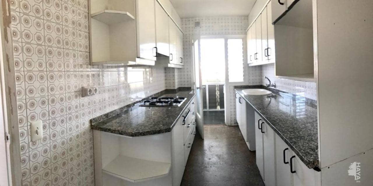 Piso en venta en Torelló, Barcelona, Calle Girona, 104.200 €, 3 habitaciones, 1 baño, 95 m2