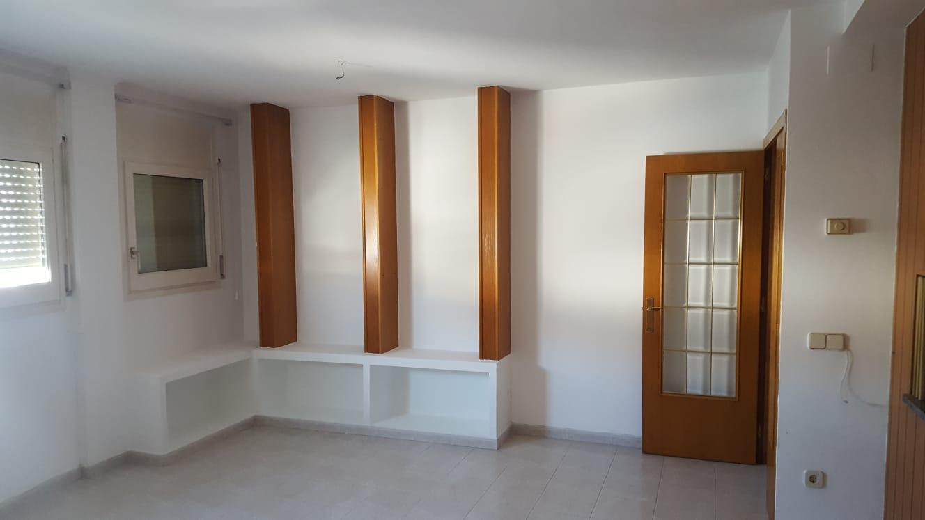 Piso en venta en Can Fàbregues, Santa Coloma de Farners, Girona, Calle Mossen Benet, 105.000 €, 3 habitaciones, 1 baño, 112 m2