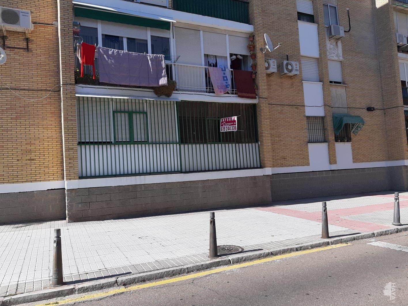 Piso en venta en Mérida, Badajoz, Calle Andres Nieto Carmona, 36.000 €, 3 habitaciones, 1 baño, 95 m2