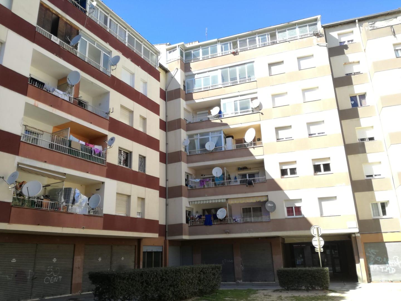 Piso en venta en Salt, Girona, Calle Angel Guimera, 81.020 €, 3 habitaciones, 1 baño, 77 m2