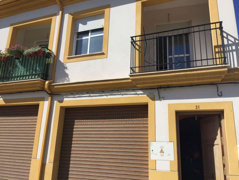 Casa en venta en Fernán-núñez, Córdoba, Calle Cordoba, 79.717 €, 3 habitaciones, 2 baños, 143 m2