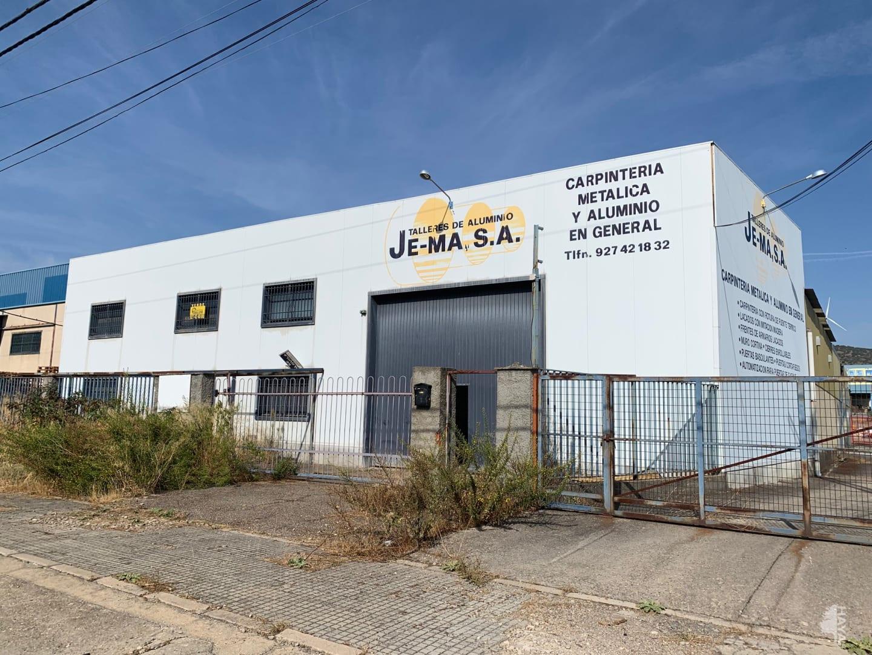 Industrial en venta en Plasencia, Cáceres, Calle Juan de la Cierva, 215.893 €, 1311 m2